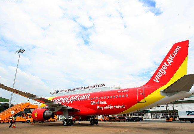 """Máy bay hạ cánh """"nhầm"""": Phạt VietJet Air và 9 cá nhân liên quan - Ảnh 1"""