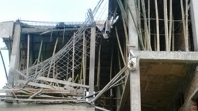 Điện Biên: Sập giàn giáo từ tầng 4, hai người tử vong tại chỗ - Ảnh 1