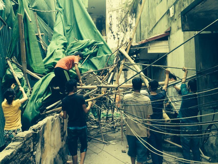 Hà Nội: Giàn giáo từ tầng 11 đổ sập xuống nhà dân - Ảnh 1