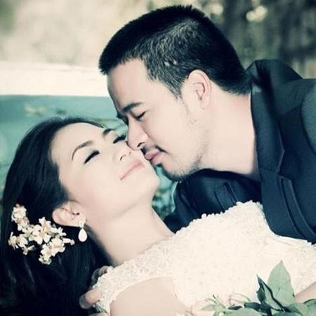Chồng sắp cưới của Ngọc Lan lộ clip cởi trần diễn bar gay - Ảnh 1