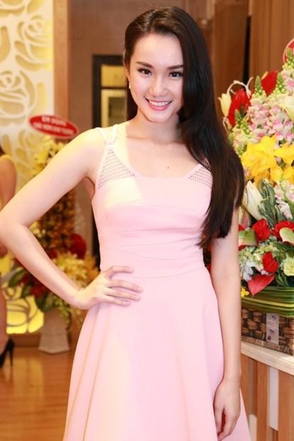 Lộ diện em gái xinh đẹp của Mai Thu Huyền - Ảnh 8