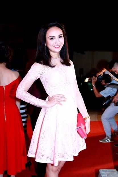 Lộ diện em gái xinh đẹp của Mai Thu Huyền - Ảnh 7