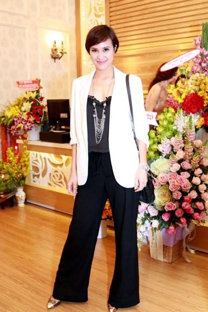 Lộ diện em gái xinh đẹp của Mai Thu Huyền - Ảnh 9