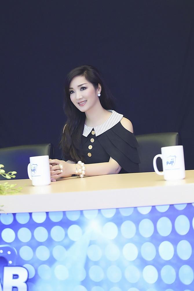 """Hoa hậu Giáng My trẻ trung, quá đẹp tại """"Sao Việt toàn năng"""" - Ảnh 2"""