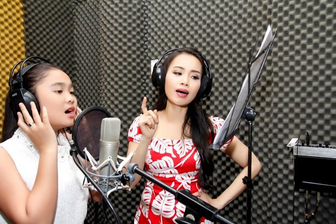 Quán quân The Voice Kids Thiện Nhân liên tục khóc trong phòng thu - Ảnh 1