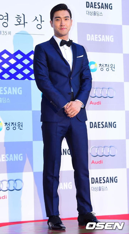"""15 """"bộ cánh"""" đẹp nhất tại các lễ trao giải cuối năm của sao Hàn - Ảnh 1"""