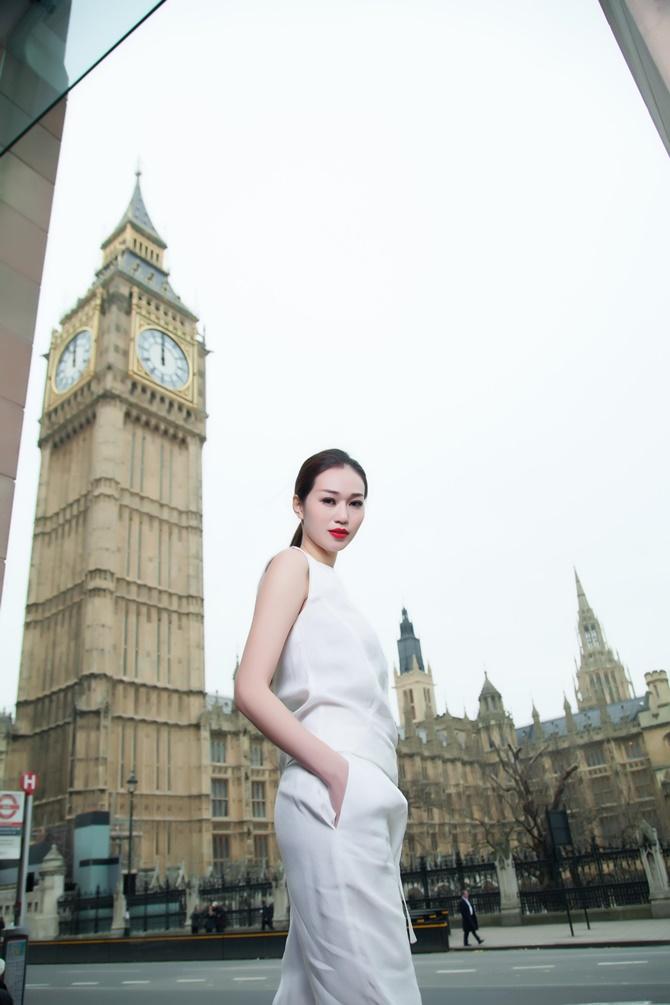 Khánh My kiêu sa với BST xuân hè của thương hiệu thời trang quốc tế - Ảnh 5