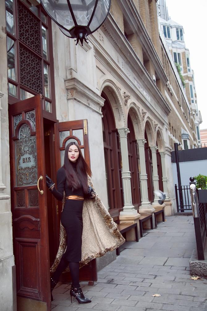 Khánh My kiêu sa với BST xuân hè của thương hiệu thời trang quốc tế - Ảnh 4