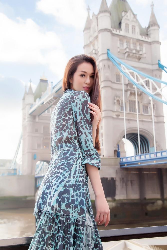 Khánh My kiêu sa với BST xuân hè của thương hiệu thời trang quốc tế - Ảnh 3