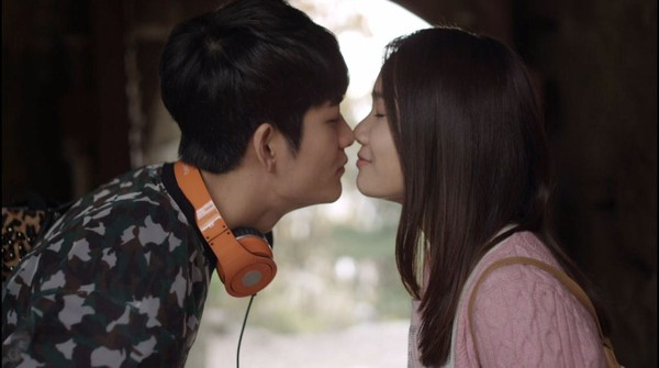 Tuổi thanh xuân tập 17: Nhã Phương - Kang Tae Oh liên tục ôm hôn ngọt ngào - Ảnh 1