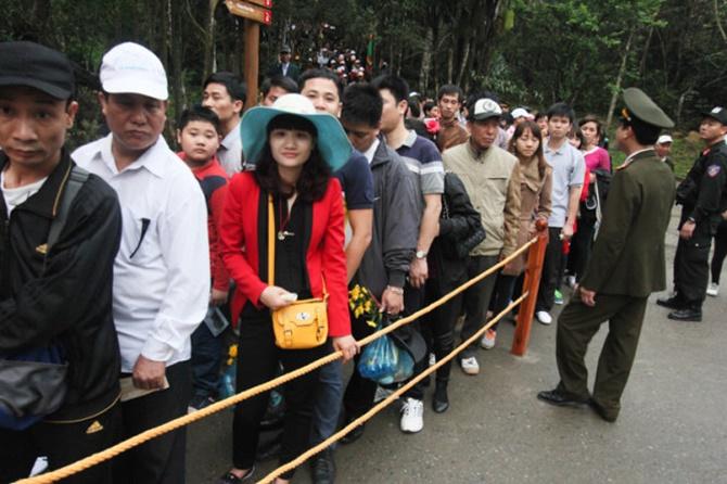 Chùm ảnh hàng triệu du khách đổ về dự khai hội Yên Tử 2015 - Ảnh 3