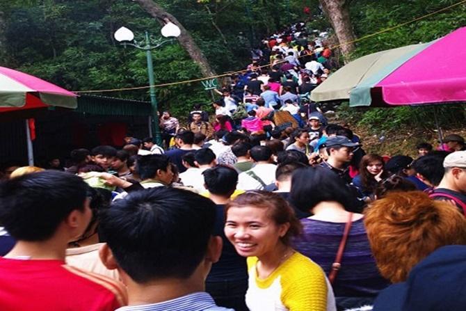 Chùm ảnh hàng triệu du khách đổ về dự khai hội Yên Tử 2015 - Ảnh 5