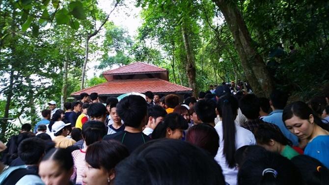 Chùm ảnh hàng triệu du khách đổ về dự khai hội Yên Tử 2015 - Ảnh 4