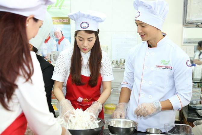 Trương Ngọc Ánh - Kim Lý tình tứ cùng vào bếp - Ảnh 2