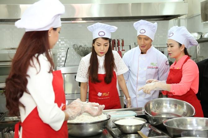 Trương Ngọc Ánh - Kim Lý tình tứ cùng vào bếp - Ảnh 6