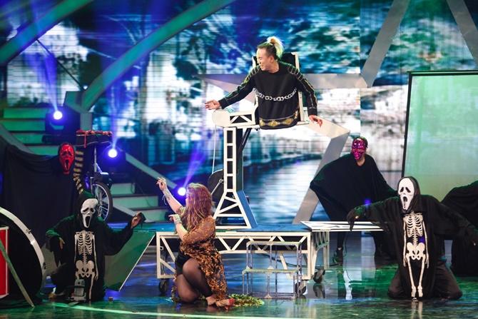 """Vietnam's Got Talent: """"Tiểu Hồ ly"""" 4 tuổi """"hạ gục"""" bộ tứ quyền lực - Ảnh 5"""
