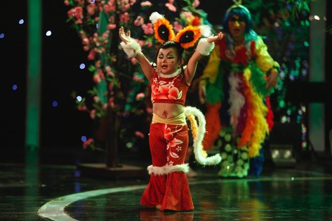 """Vietnam's Got Talent: """"Tiểu Hồ ly"""" 4 tuổi """"hạ gục"""" bộ tứ quyền lực - Ảnh 2"""