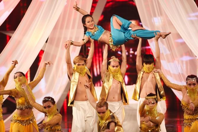 """Vietnam's Got Talent: """"Tiểu Hồ ly"""" 4 tuổi """"hạ gục"""" bộ tứ quyền lực - Ảnh 8"""
