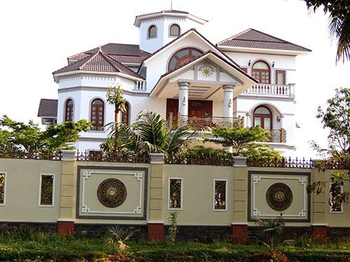 Thu hồi 2 căn nhà, yêu cầu ông Trần Văn Truyền kiểm điểm - Ảnh 1