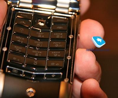 3 chiếc điện thoại đắt khó tin chỉ dành cho đại gia - Ảnh 8