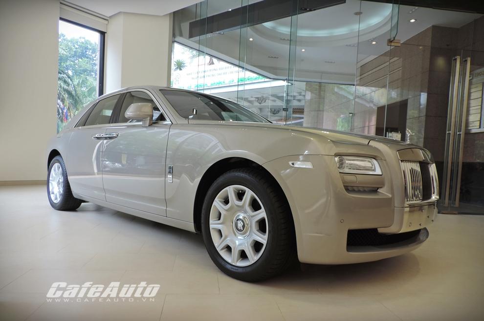 Cận cảnh Rolls-Royce chính hãng về Việt Nam, giá gần 19 tỷ đồng - Ảnh 2