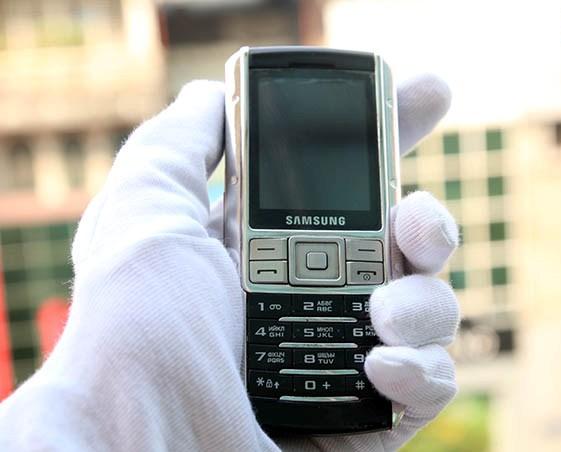 Choáng Samsung Ego S9402 mạ vàng bạch kim, giá gấp 3 iPhone6 Plus - Ảnh 2