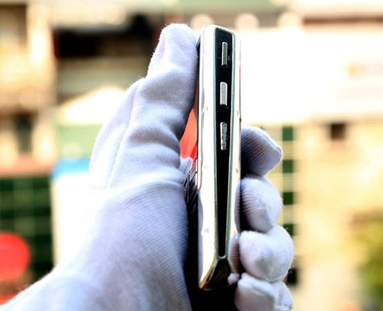 Choáng Samsung Ego S9402 mạ vàng bạch kim, giá gấp 3 iPhone6 Plus - Ảnh 3