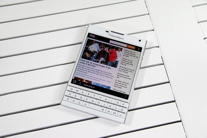 Mở hộp BlackBerry Passport màu trắng tại Việt Nam - Ảnh 8