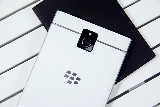 Mở hộp BlackBerry Passport màu trắng tại Việt Nam - Ảnh 9