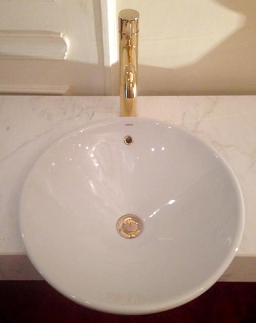 Đại gia Hà Thành: 140 cây vàng dát vòi xịt, hộp giấy toilet - Ảnh 2