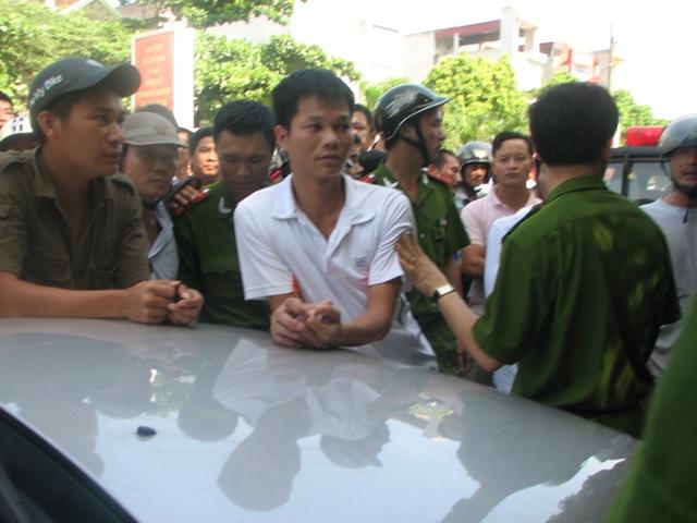 Thanh Hóa: Người vi phạm giao thông đánh lộn, náo loạn đường phố - Ảnh 2
