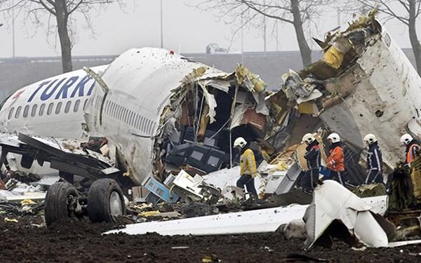 Chỗ ngồi an toàn và cách để sống sót trong thảm họa máy bay rơi - Ảnh 1