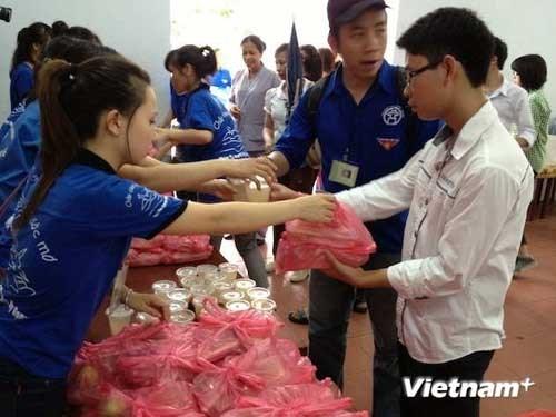18 điểm phát cơm trưa miễn phí cho thí sinh tại Hà Nội - Ảnh 1