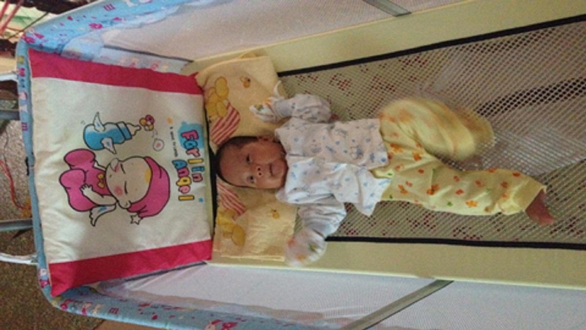 Hi hữu em bé sinh ra từ ca hiếm muộn cực kỳ đặc biệt trong y học - Ảnh 1