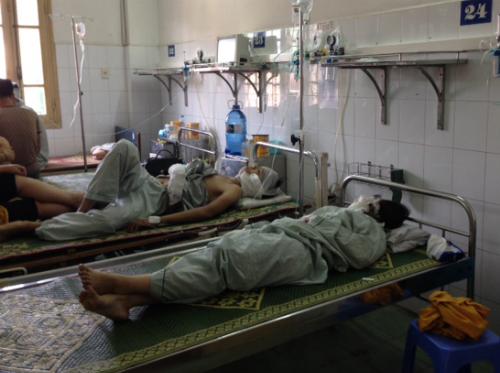 Vụ cháy quán bar Luxury: Nhiều người nhập viện vì bỏng hô hấp - Ảnh 1