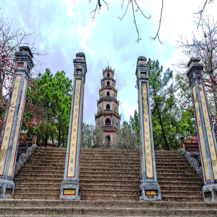 """Giải mã tiếng chuông và lời nguyền """"oán tình nhân"""" ở chùa Thiên Mụ - Ảnh 1"""