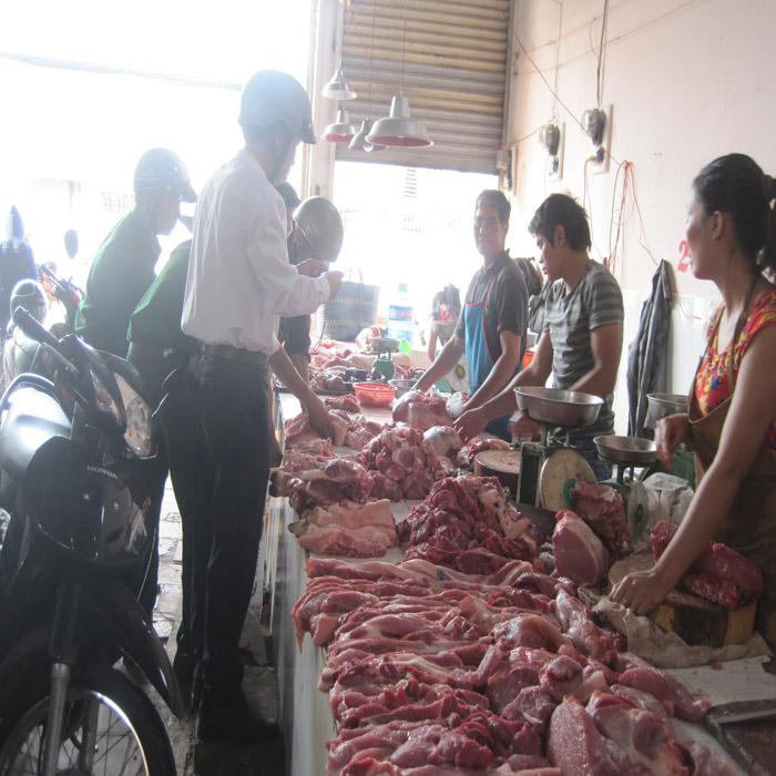 Những vụ bắt thực phẩm bẩn khiến người tiêu dùng khiếp hãi - Ảnh 1