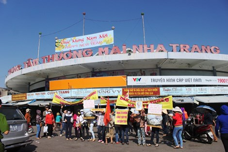 Hàng trăm tiểu thương chợ Đầm Nha Trang đồng loạt bãi thị - Ảnh 1