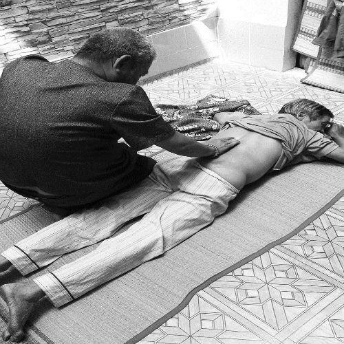 Võ sư nức tiếng với bí truyền điểm huyệt trị bệnh xương, khớp - Ảnh 2