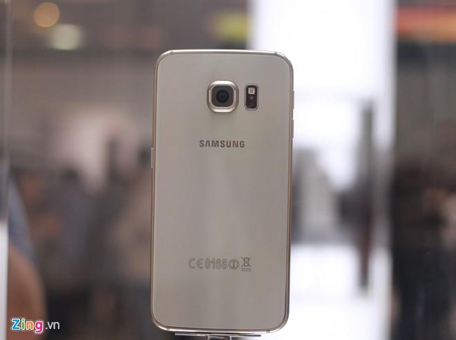 Cận cảnh Samsung Galaxy S6 Edge - Ảnh 2
