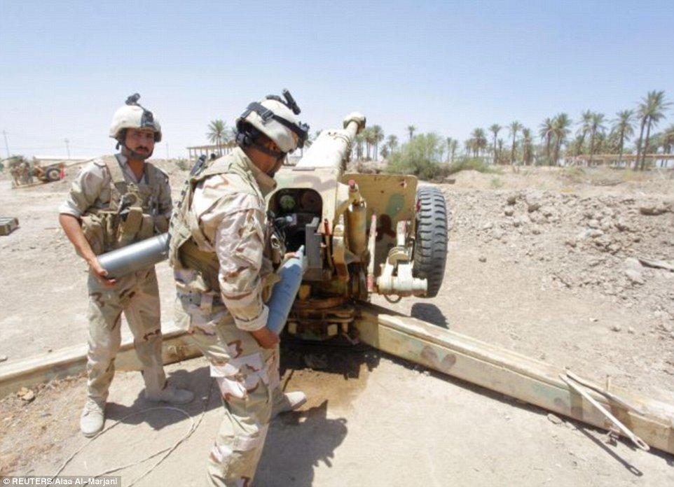 Khủng khiếp hình ảnh chiến binh ISIL sát hại binh sĩ Iraq - Ảnh 9