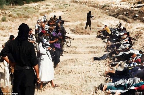 Khủng khiếp hình ảnh chiến binh ISIL sát hại binh sĩ Iraq - Ảnh 5