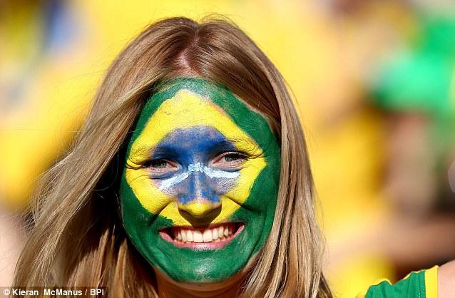 Cổ động viên nữ đội tuyển Brazil lên ngôi nữ hoàng World Cup 2014 - Ảnh 1