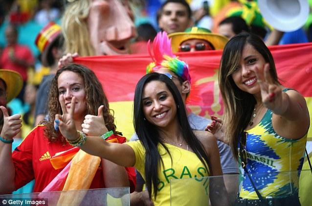 Cổ động viên nữ đội tuyển Brazil lên ngôi nữ hoàng World Cup 2014 - Ảnh 2