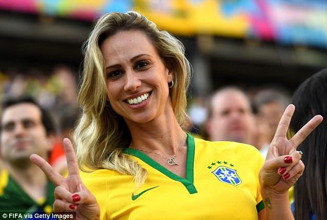 Cổ động viên nữ đội tuyển Brazil lên ngôi nữ hoàng World Cup 2014 - Ảnh 3