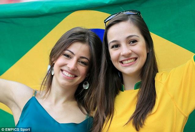 Cổ động viên nữ đội tuyển Brazil lên ngôi nữ hoàng World Cup 2014 - Ảnh 5