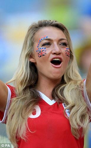 Cổ động viên nữ đội tuyển Brazil lên ngôi nữ hoàng World Cup 2014 - Ảnh 6