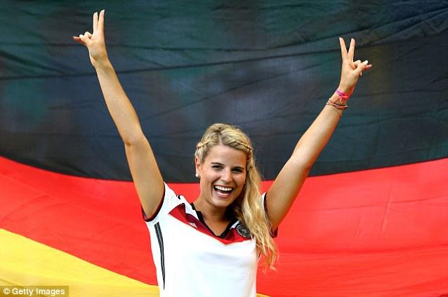 Cổ động viên nữ đội tuyển Brazil lên ngôi nữ hoàng World Cup 2014 - Ảnh 7