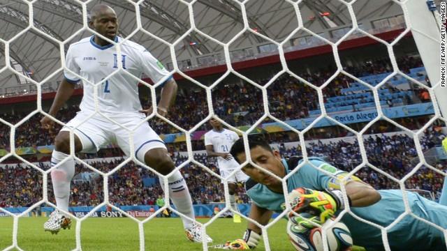 Những khoảnh khắc ấn tượng của World Cup 2014 - Ảnh 2