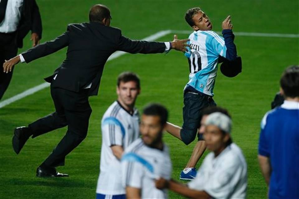 Những khoảnh khắc ấn tượng của World Cup 2014 - Ảnh 3